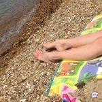 «Веселая женщина – собрала столько мужчин»: странный случай произошел на популярном пляже