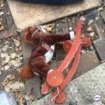 Женщина выбросила из окна двоих детей