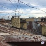 «Страшно выходить из подъезда»: жильцам дома угрожает опасность