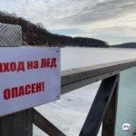 «Ради рыбы рисковать детьми»: снегоход с людьми провалился под лед