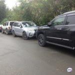 «Машины точно придавит»: серьезная проблема возникла у автолюбителей из-за коммунальщиков