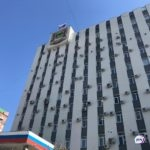 Наш ответ Артему:  мощный  фонтан посреди дороги в центре Владивостока сняли на  видео