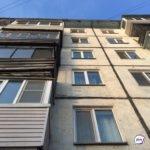 Недетские игры: страшную картину сняли на видео в окне жилого дома