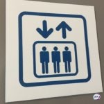 Лучше по лестнице: почему в лифте легко заразиться COVID-19