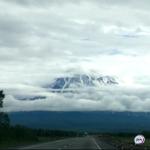 «Посмотрите, что  с вулканом»: невероятное зрелище сняли на видео на Камчатке
