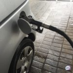 «Смотрите, что творится»: мужчина предупреждает о заправке с водой в бензине
