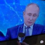 «Мы чувствуем надежный локоть»: Путин обратился к россиянам