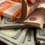 Минус почти 2 миллиона на счету: девушка получила посылку и лишилась денег
