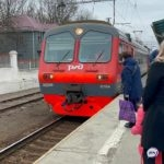 На месте полиция и толпа людей: трагедия разыгралась на железной дороге в Приморье