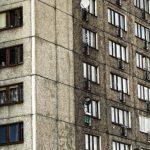 «Часть склона уплыла»: дом может обрушиться из-за ушлых стоянщиков