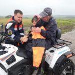 Спасатели нашли заблудившихся в лесу дедушку с внучкой