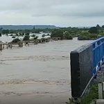 """""""Жутко"""": вышедшую из берегов реку очевидцы сняли на видео"""