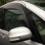 «Странные люди»: тайфун «утопил» улицу с машинами во Владивостоке