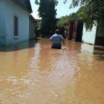 Жители пострадавших от стихии районов просят помощи