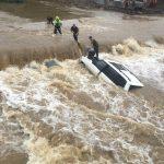 Движение перекрыто: автомобили тонут в Приморье (видео)