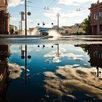 Села в лужу: дожди замаскировали разбитые дороги приморского города