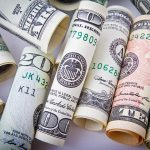 Доллар, что ты делаешь, прекрати: курс валюты меняется с бешеной скоростью
