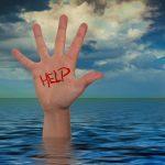 «Отрезаны от большой земли»: люди пытаются выжить во время потопа