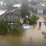 Специалисты отправились в пострадавшие от стихии дома
