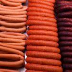 Раскрыта опасность употребления сосисок и колбасы
