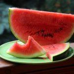 Почему некоторым опасно есть арбузы, объяснил эксперт