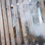 Шашлыки, свечи, окурки: МЧС озвучило наказание за огонь на балконах
