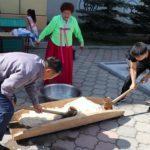 В Приморье на нерусском празднике разыграли последний айфон