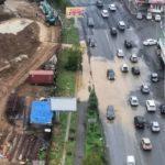 История с огромной «строительной» лужей на дороге получила продолжение