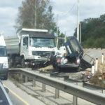 Видео: жуткое ДТП с участием грузовика случилось на трассе