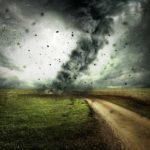 Разрушительный ураган надвигается на Россию