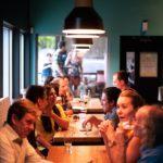 «Только на вынос»: кафе и рестораны-бунтари будут закрывать