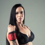 «Лежу среди хаоса»: красавица-спортсменка из Владивостока стала мировой знаменитостью