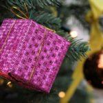 Власти взяли на контроль: неприятная ситуация с детскими новогодними подарками
