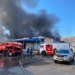 Клубы черного дыма встревожили жителей города