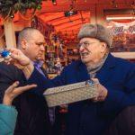 «Сироты, крепостные, холопы»: Жириновский раздал деньги на Красной площади