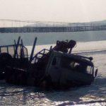 «Мало смертей было?»: КамАЗ провалился под лед