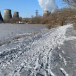 """Черный-черный снег. Приморцы рассказали о нетипичном явлении на """"озере лотосов"""""""