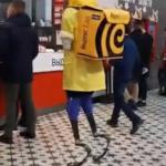 Чемпион России устроился доставщиком еды, чтобы оплатить поездку на паралимпиаду
