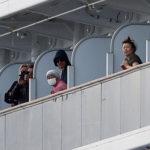 На изолированном круизном лайнере возросло количество  зараженных коронавирусом
