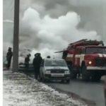 """""""Жалко хозяина"""": автомобиль загорелся посреди дороги"""