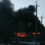 """""""Все взрывается"""": мощный пожар охватил фабрику в Приморье"""