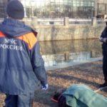 Одно неловкое движение и женщина в реке: утро началось с ЧП
