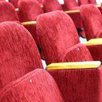 Спрятал под одеждой: мужчина обокрал кинотеатр