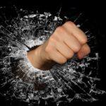 «Бьет на глазах взрослых и детей»: на буйного соседа-живодера ищут управу