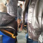 """""""Людей полно"""": жители города не хотят защищаться от COVID-19"""