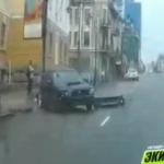 «Пешеходу исключительно повезло»: «субарист» врезался в столб