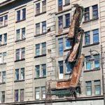 Балконы в жилом доме рухнули один за другим