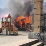 Фото: пожар уничтожил популярное место с уличной едой