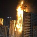 Мощный пожар охватил высотное здание: очевидцы сняли впечатляющее видео