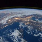 Гигантскую аномалию заметили над Землей